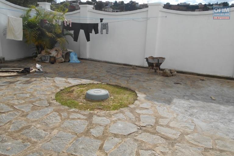 A louer une grande villa de type F5 à Mandroseza Antananarivo