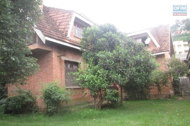 A vendre, une propriété de 780 m2, en bord de route principale à Tsimbazaza- Antananarivo