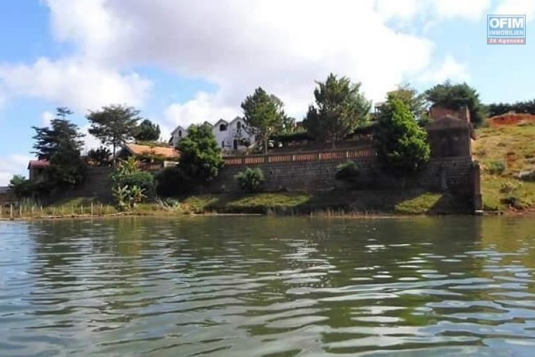 A vendre projet  complexe hotelier avec un terrain de 3000 m2 pied dans l'eau à  Votovorona