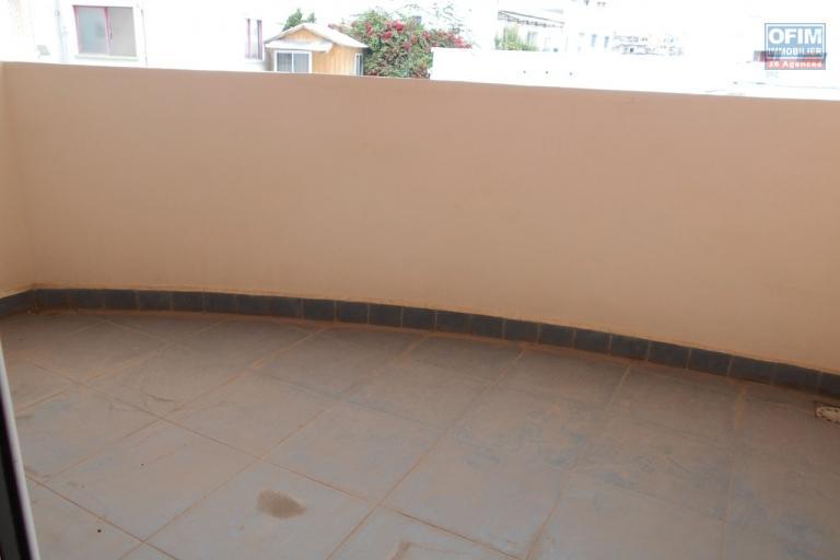 A louer un appartement T3 équipé de haut standing à Antsahavola Antananarivo.