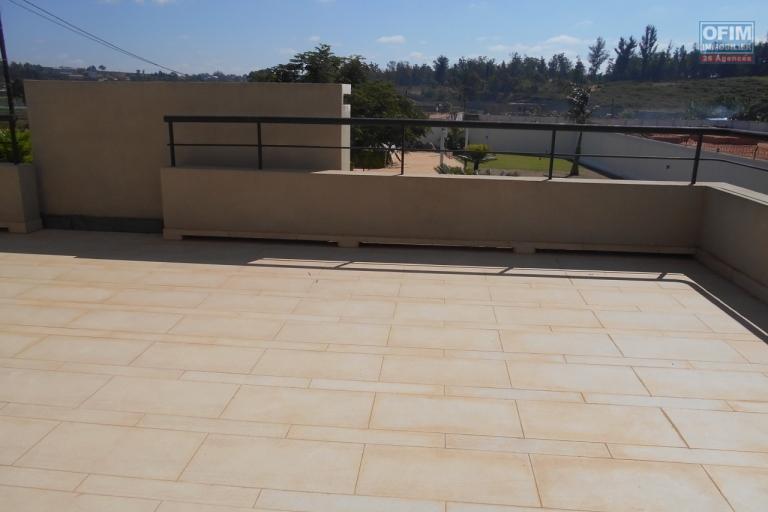 A louer une villa de type F5 avec piscine à Fitrohafana Ivato Antananarivo