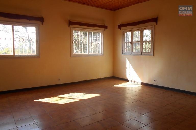 OFIM propose en loction une maison F6 à usage mixte à Ankatso