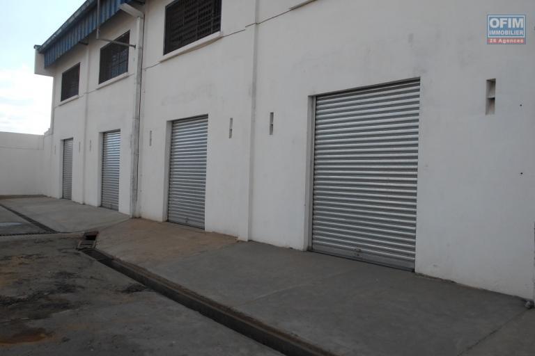 A louer 3 entrepôts de 400m2 sur 2 niveaux à Anosibe Antananarivo