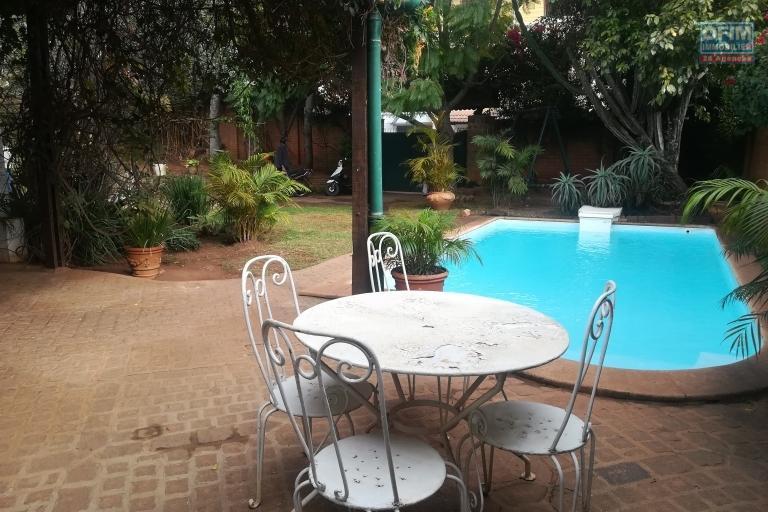 Une villa F5 avec piscine à deux pas du Lycée Français Ambatobe