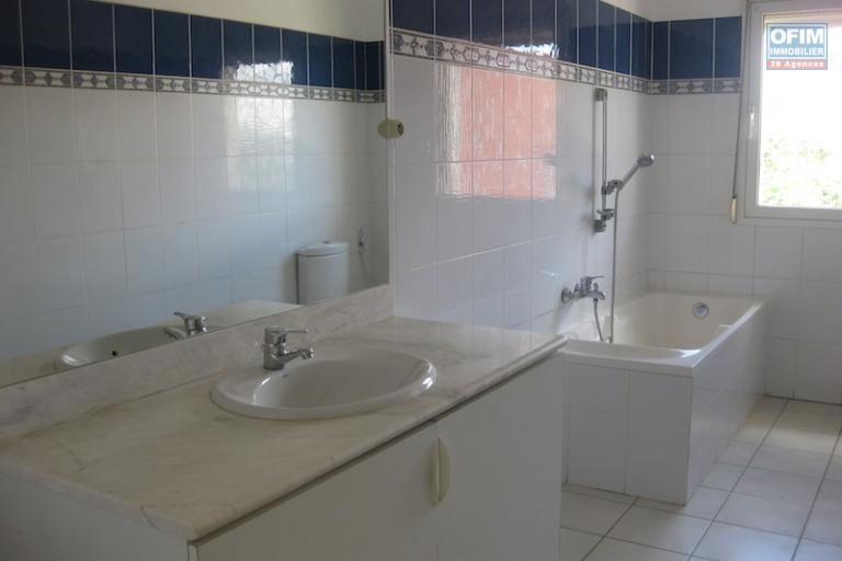 A louer une spacieuse villa à étage F6 dans un quartier calme et sécurisé à Ankadindravola Ivato