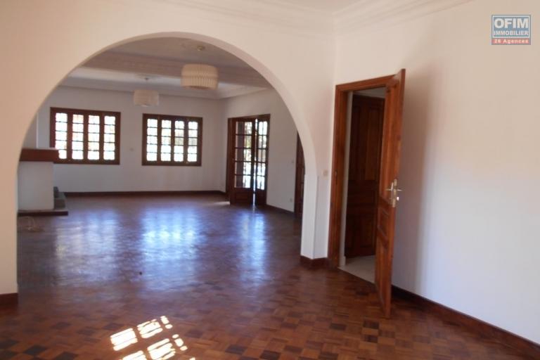 A louer une villa à étage F6 à Androhibe Antananarivo