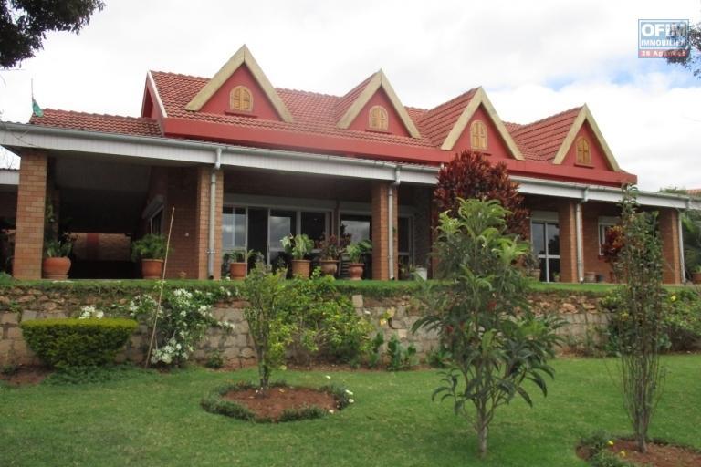 OFIM offre en location une villa F7 et F2  avec piscine à Ambohidratrimo