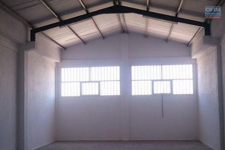 A louer un entrepôt de 500m2 sur 2 niveaux à Anosizato Antananarivo