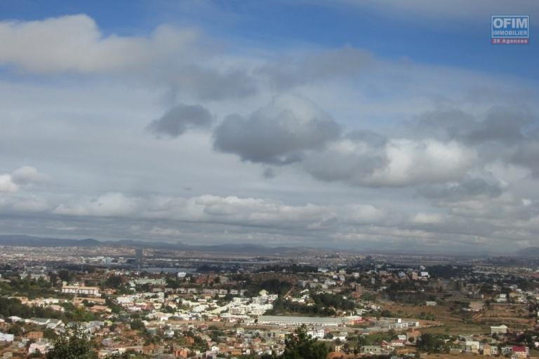 A louer une villa F4 avec piscine à Ambatobe Antananarivo