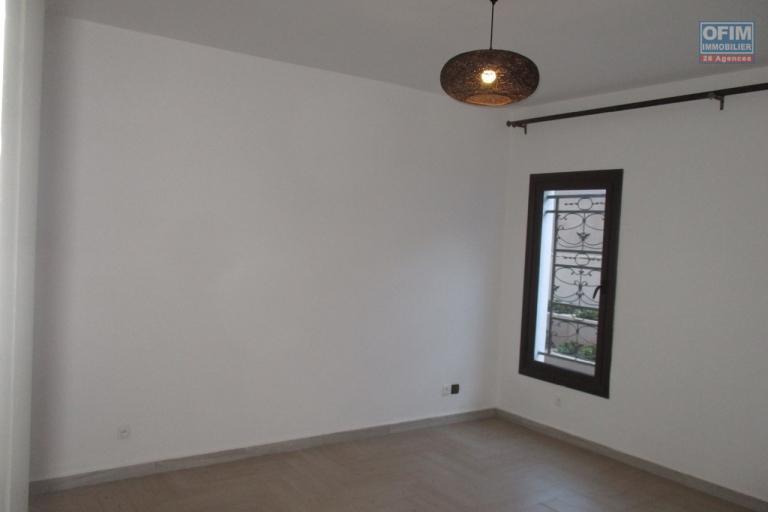 OFIM offre en location des appartement T3 neuf avec piscine et salle de sport à Ambatobe