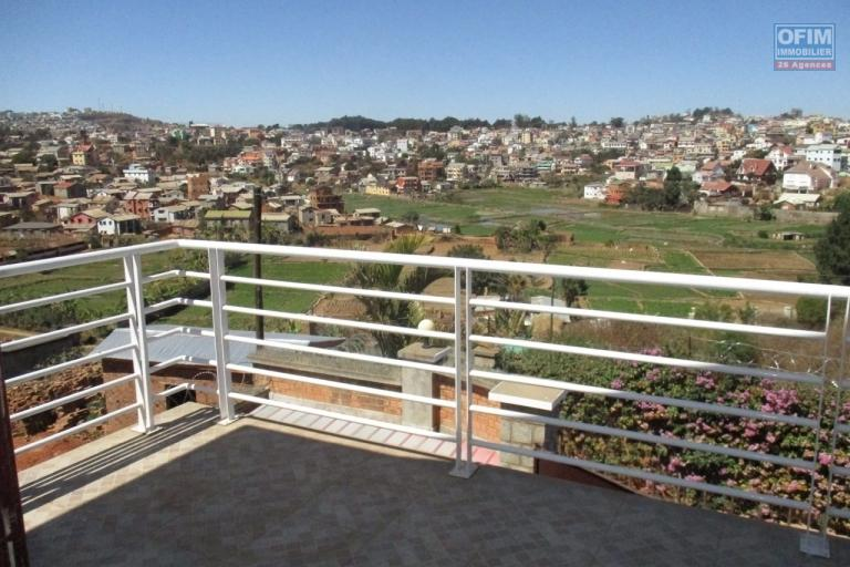 OFIM offre en location une villa F4 dans un lotissement à Ambatobe