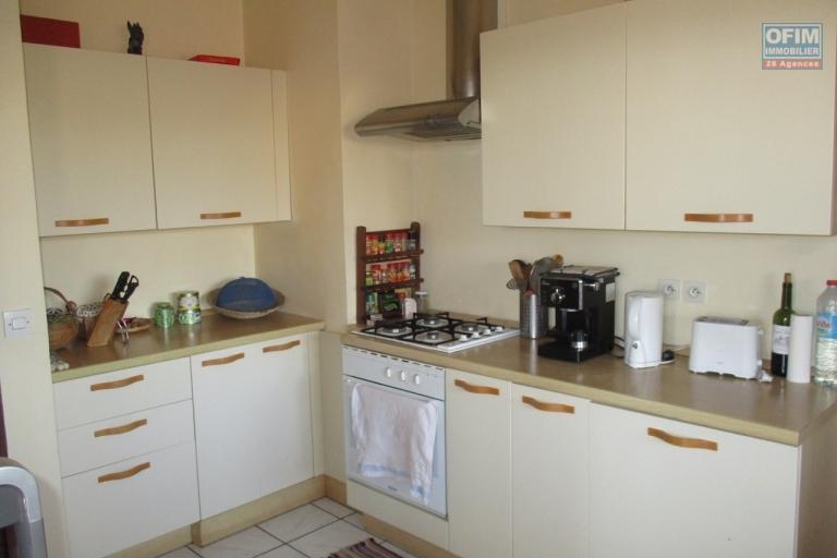 A vendre, un bel et spacieux appartement T5 de 120 m2 dans une résidence à Ambatobe- Antananarivo