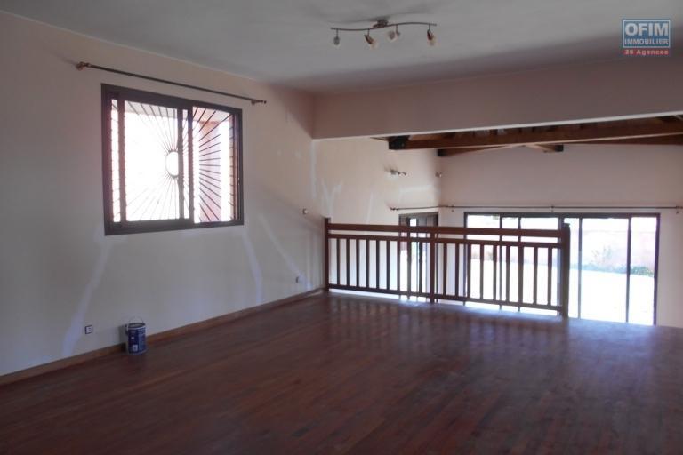 A louer une villa de type traditionnellle F5 à Ambatobe Antananarivo