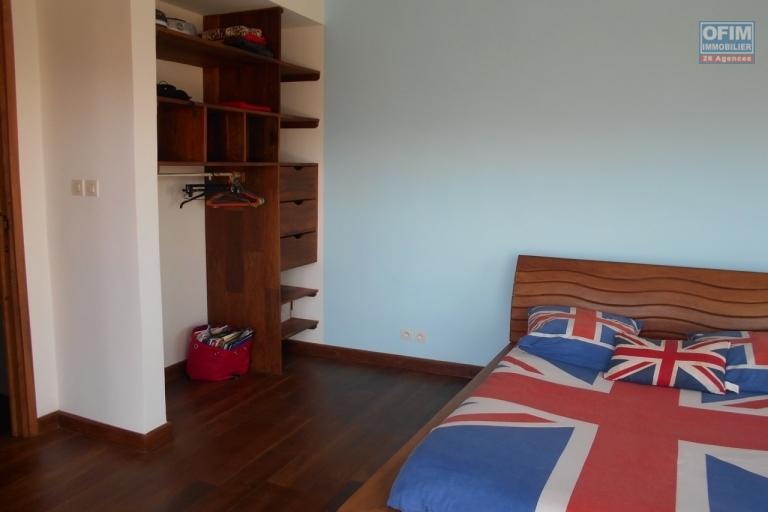 A louer un grand appartement T5 en duplex à Andrainarivo Antananarivo