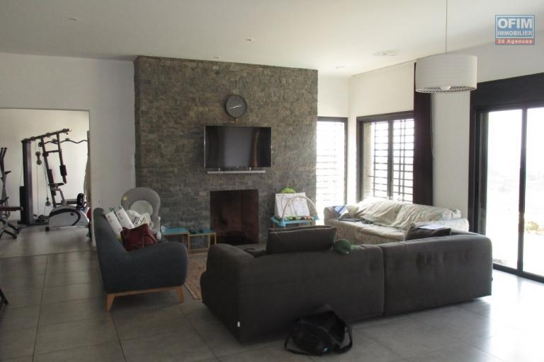 OFIM propose en location une villa F5 moderne à 7mn du lycée Français à Ambohibe