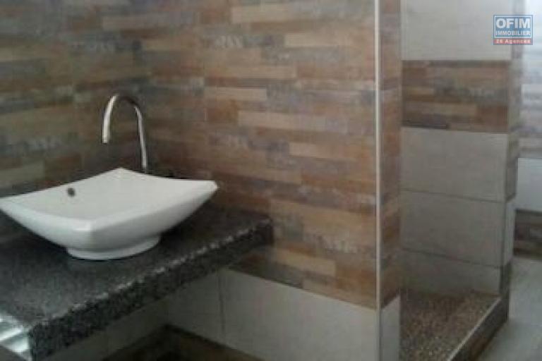 A louer un studio meublé de haut standing avec WIFI dans un quartier résidentiel à Mandrosoa Ivato