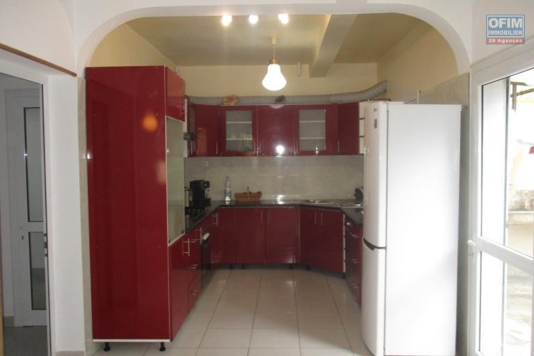 OFIM offre en location une villa F4 semi meublée  à Ankeranan