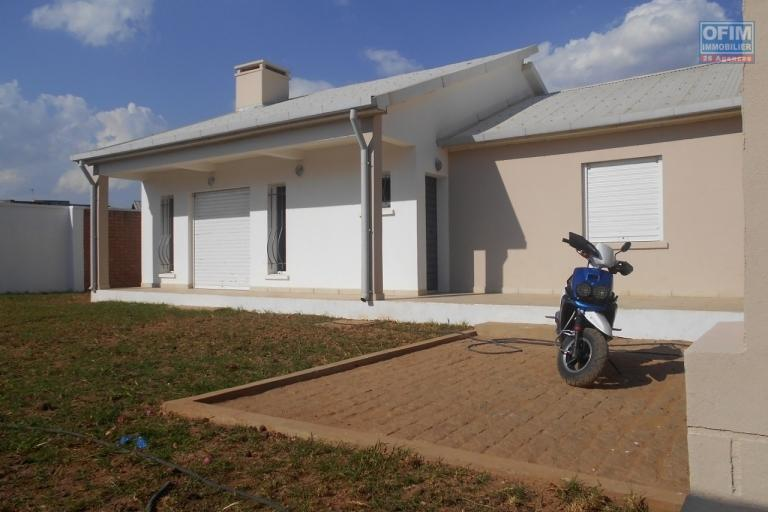 A louer une villa F4 neuve à Antanetibe Ilafy Antananarivo