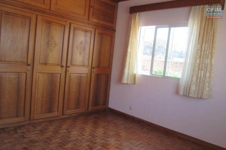 A louer une villa à étage F7 à Ambatobe Antananarivo