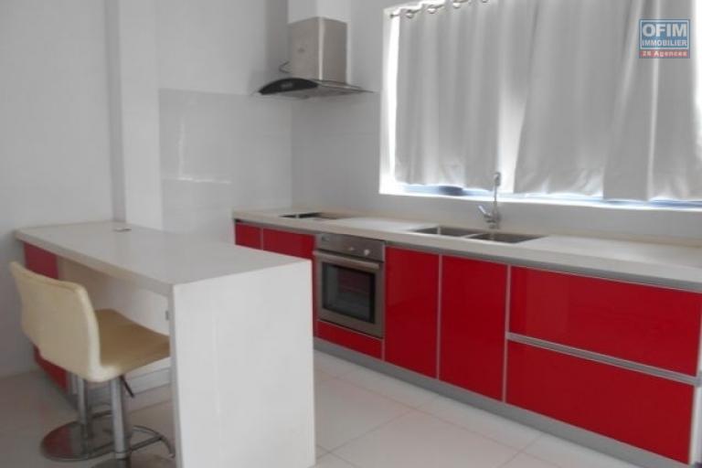 A louer un studio meublé dans un immeuble à Ivandry Antananarivo