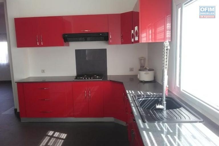 A louer une belle villa à étage neuve F5 dans un endroit calme à Mandrosoa Ivato