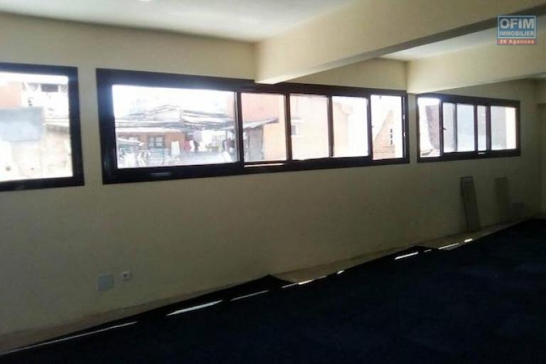 A louer un plateau de 270m2 au 2 ème étage d'un immeuble à Tsaralalana