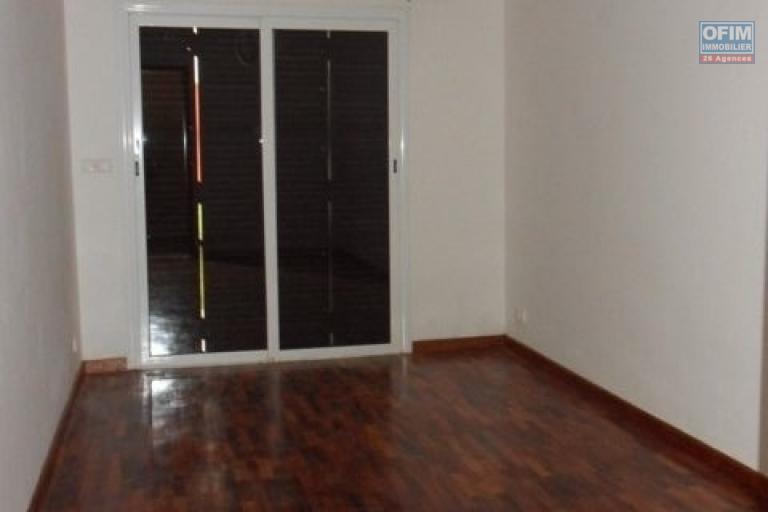 A louer une villa F5 à 5mn à pieds du Lycée à Ambatobe Antananarivo
