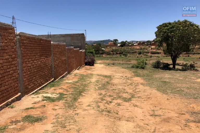 A vendre terrain de 2200 m2 à Lazaina , Jirama sur place