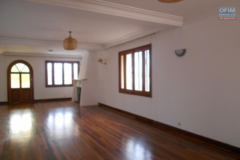 A louer une maison F5 à Ivandry Ambodivoanjo Antananarivo