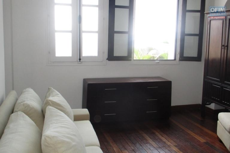 OFIM offre à la location une  grande villa F9 semi-meublée à usage mixte sur la haute ville