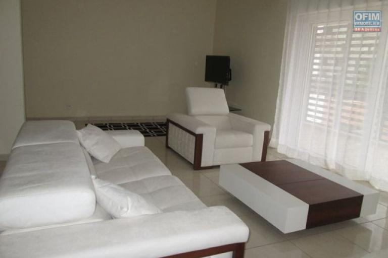 Rare à  vendre très grand Appartement T4 avec piscine dans une résidence sécurisé Ivandry