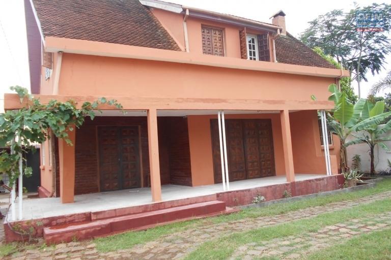 A louer une villa F4 à Mahatony Ivandry Antananarivo