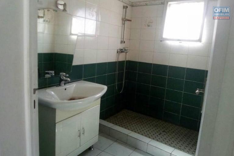 A louer un appartement T4 au 2 ème étage d'un immeuble à Anosivavaka