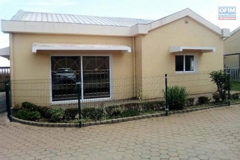 A louer une villa basse F4 dans une résidence à Talatamaty