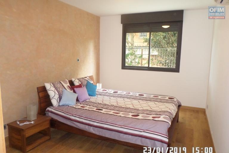 Appartement T 3 meublé en location dans une résidence d'Ivandry, calme et sécurisée. - chambre