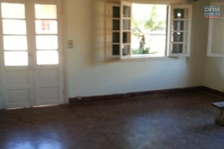 A louer une villa F4 dans une résidence bien sécurisée et facile d'accès à Amboditsiry