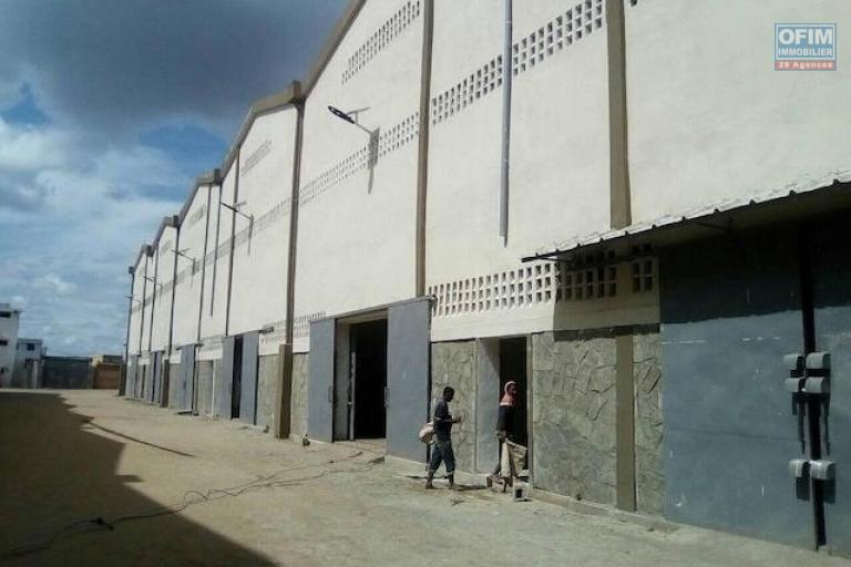 A louer des entrepôts de 600m2 dans une zone sécurisée et facile d'accès à Anosizato