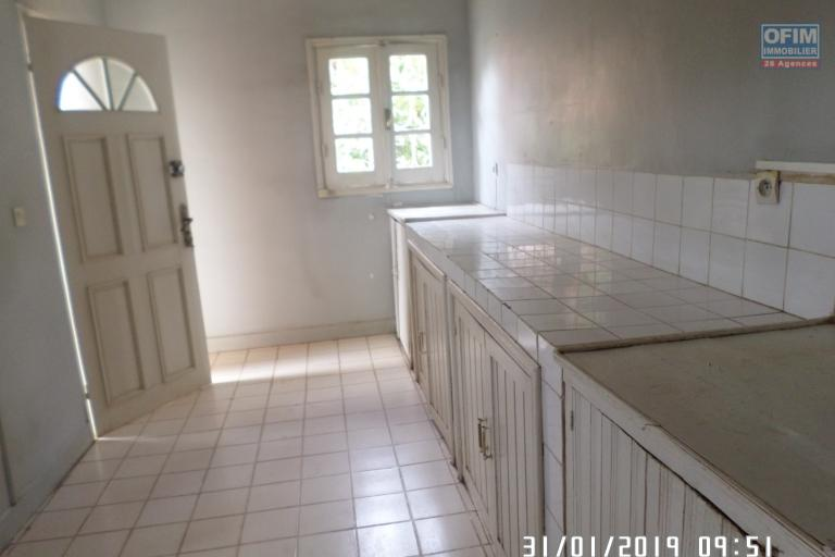 Villa à louer à Ambatobe au bord de route et quartier calme - cuisine