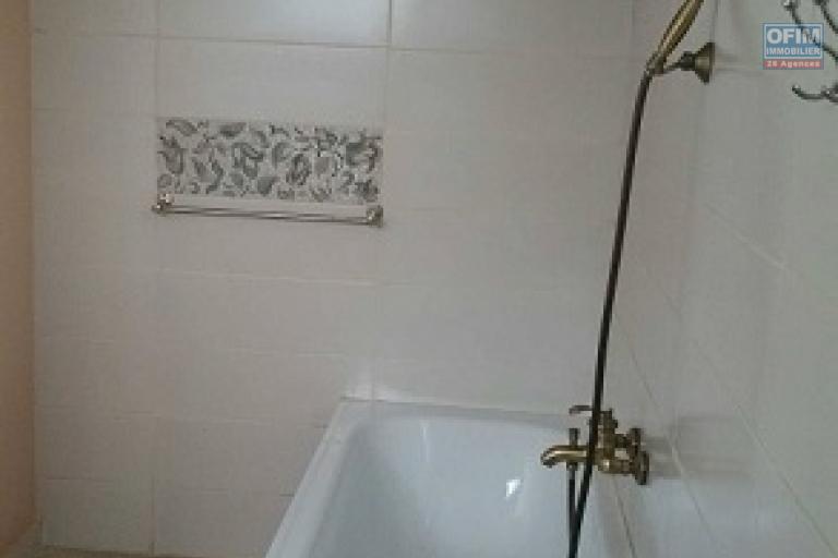 A louer une villa de standing à étage type F5 dans un quartier résidentiel d'Ilaivola Ivato