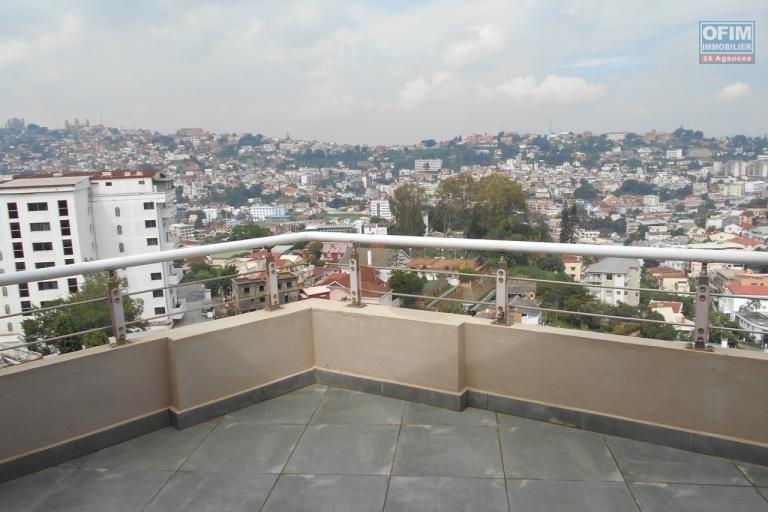 OFIM offre en location un appartement neuf T4 en duplex pres Mausolé Panorama - varangue