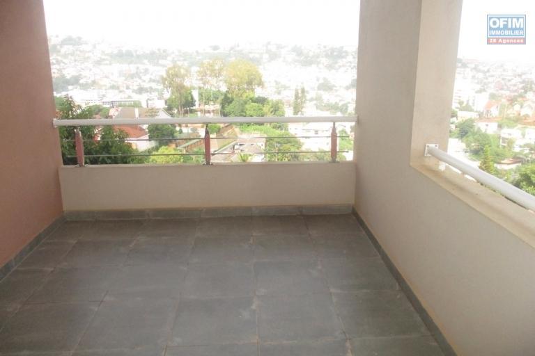 OFIM offre en location un appartement neuf T4 en duplex pres Mausolé Panorama