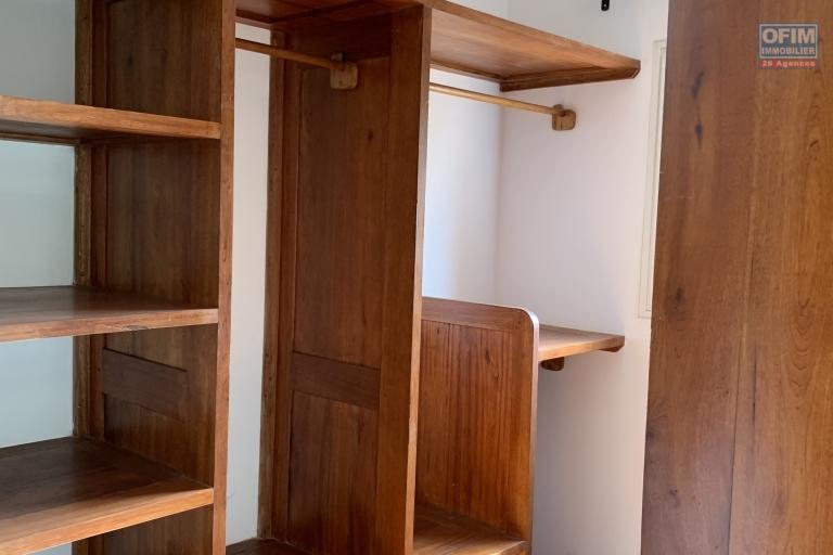 OFIM offre en location un appartement neuf T4 en duplex pres Mausolé Panorama - placards