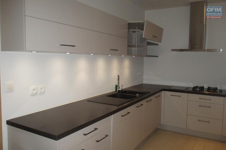 OFIM offre en location un grand appartement T6 neuf  de haut standing à Ivandry