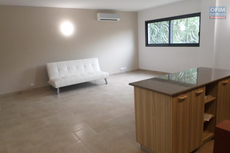 OFIM met en location un appartement T2 au bord de route au première étage d'un immeuble à Ivandry