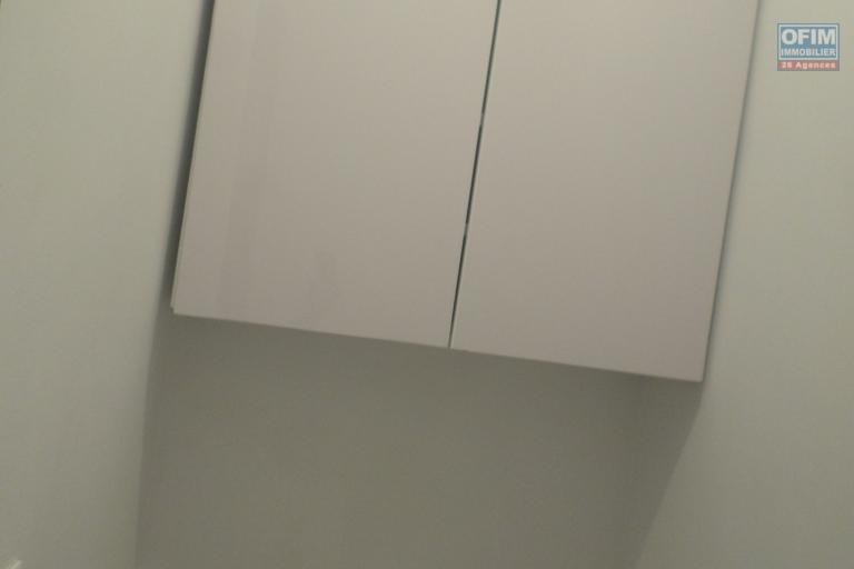 OFIM met en location un appartement T2 au bord de route au première étage d'un immeuble à Ivandry - u
