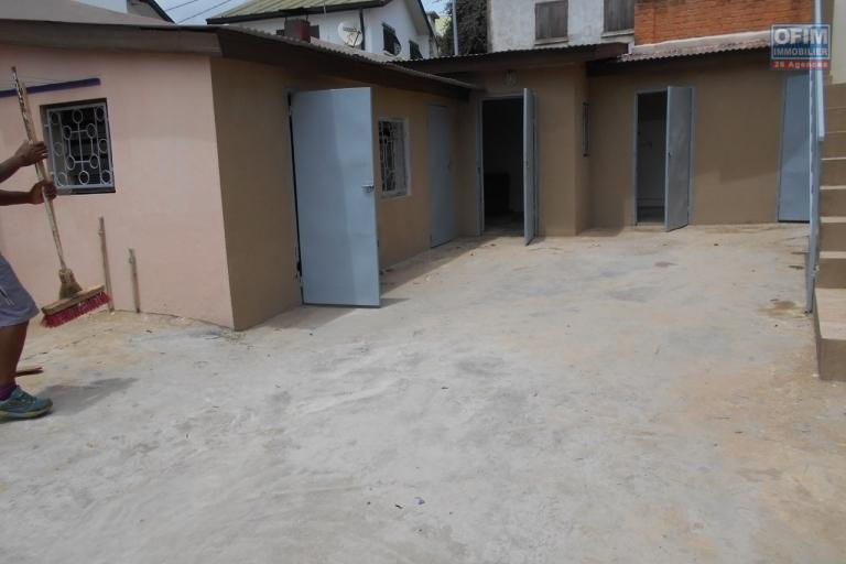 Maison F4 bord de route à Ankerana