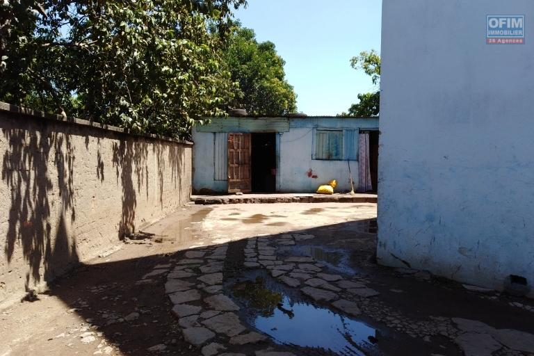 Maison à étage dans le centre ville à Anatihazo Ampefiloha