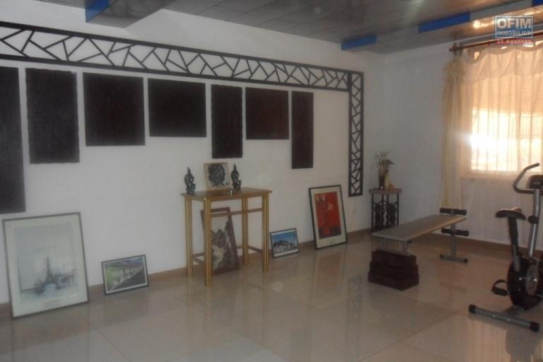 Location d'une villa F6 à Talatamaty, surface 380m²
