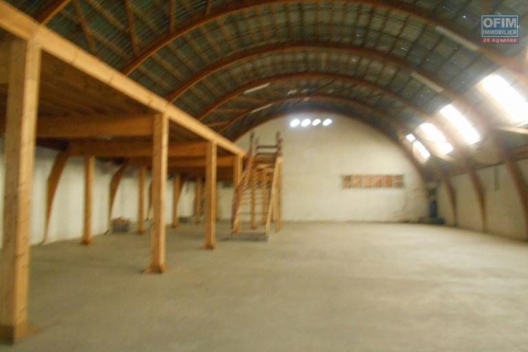 Entrepôt de 750M2 à Tanjombato