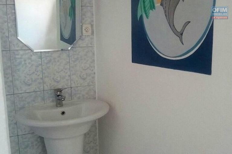 A louer une villa F5 qui se trouve dans un endroit calme et bon voisinage à Andranomena